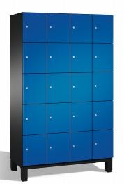C+P Schließfachschrank 45104-40 Cambio auf Füßen 4x 5 Fächer 300mm (HxBxT) 1980x1200x525mm Schwarzgrau/Enzianblau