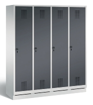 C+P Garderobenschrank 48020-42 Evolo auf Sockel 4 Abteile 400mm (HxBxT) 1800x1590x500mm Lichtgrau/Schwarzgrau